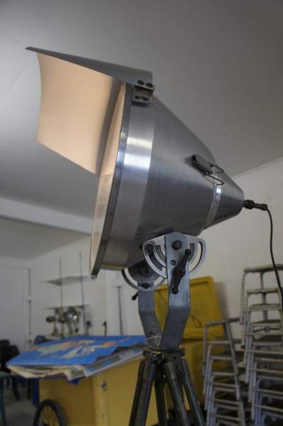 Sold huge 196039s gal industrial tripod lamp for Large floor lamp nz
