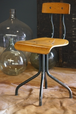 french-industrial-vintage-seating-factory-chair2