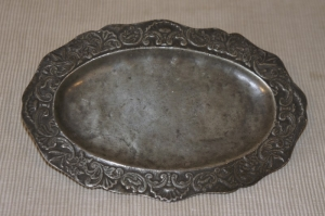 pewter-oval-plate-so-vintage-