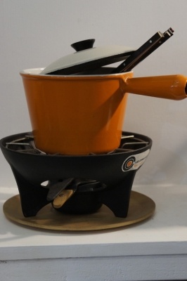 vintage-le-creuset-fondue-retro-orange-so-vintage-nz